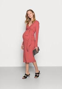 MAMALICIOUS - NURSING DRESS - Jersey dress - dusty cedar - 1