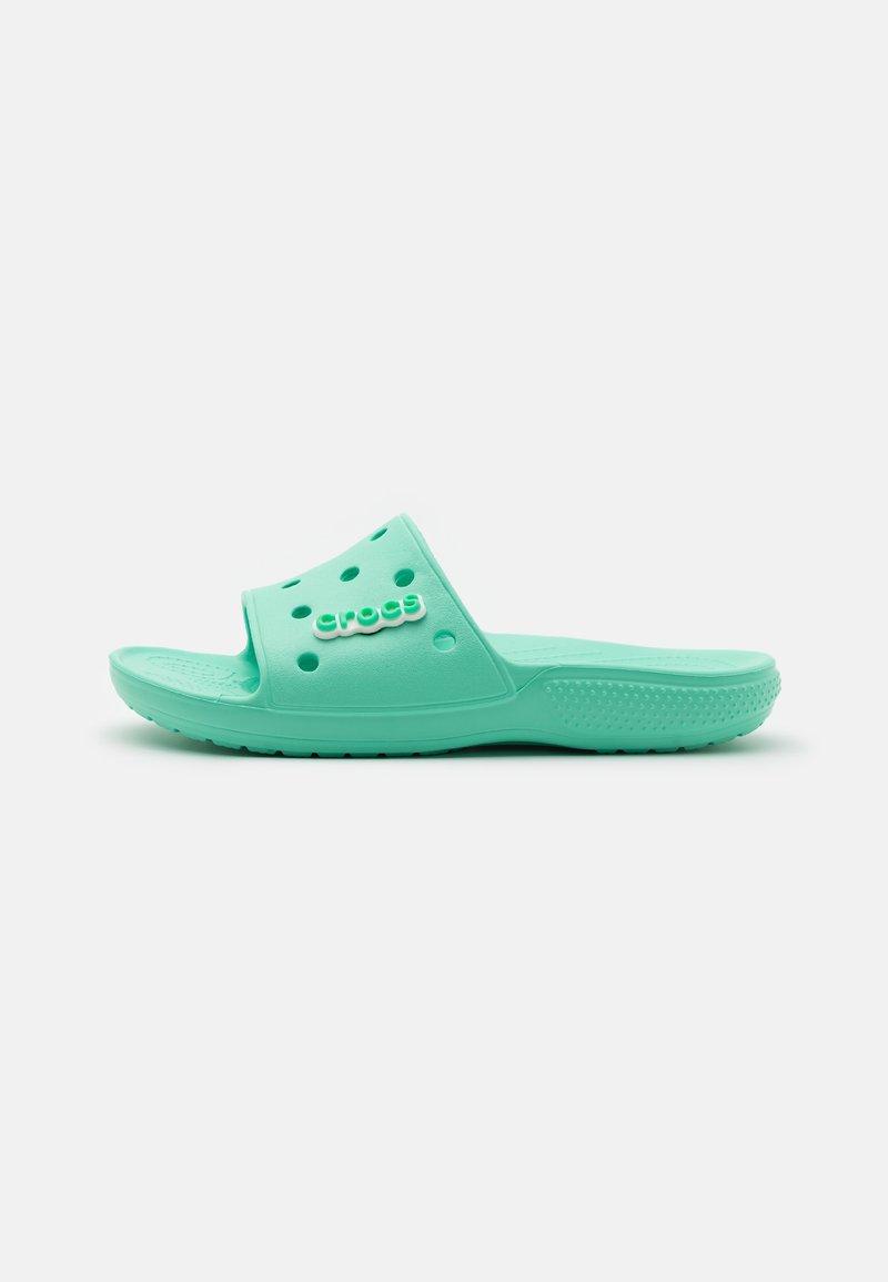 Crocs - CLASSIC SLIDE UNISEX - Pantofle - pistachio