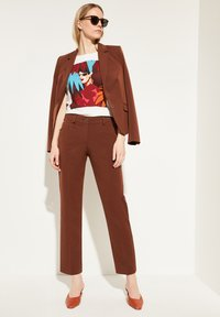 comma - REGULAR FIT - Trousers - dark red velvet - 1