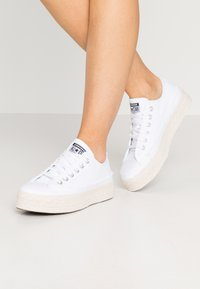 Converse - CHUCK TAYLOR ALL STAR  - Sneaker low - white/black/natural - 0