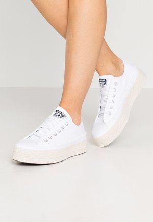 CHUCK TAYLOR ALL STAR  - Matalavartiset tennarit - white/black/natural