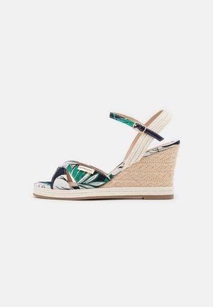 CALA - Platform sandals - vert