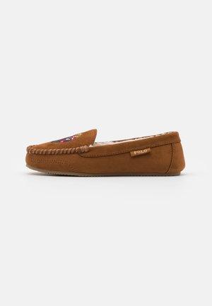 DEZI BEAR - Domácí obuv - snuff
