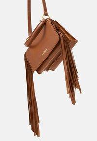See by Chloé - TILDA FRINGE BAG - Handbag - caramello - 3