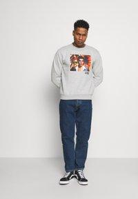 Nominal - SCARFACE PALM PHOTO CREW - Sweatshirt - mottled grey - 1