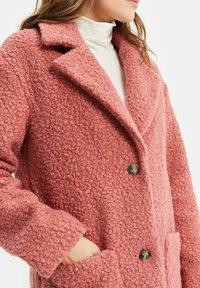 WE Fashion - TEDDY - Classic coat - old rose - 4