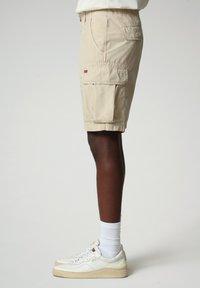 Napapijri - NOTO - Shorts - natural beige - 2