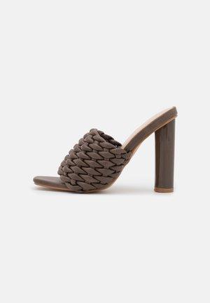 KNOTTIE - Pantofle na podpatku - chocolate
