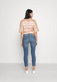 ONLY - ONLDAISY LIFE PUSH UP - Jeans Skinny Fit - medium blue denim - 2