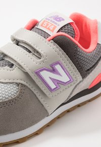 New Balance - IV574SOC - Baskets basses - grey/pink