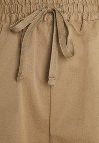 Filippa K - JESSA - Shorts - muddy brown - 2