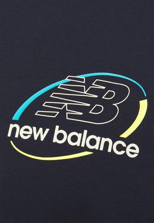 New Balance ATHLETICS CIRCULAR STACK TEE - T-shirt z nadrukiem - eclipse/granatowy Odzież Męska WZMQ