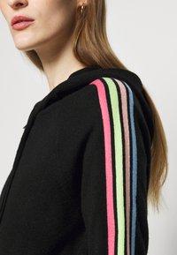 CHINTI & PARKER - STRIPE SLEEVE HOODIE - Sweater met rits - black - 5