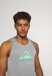 Nike Performance - RISE 365 TANK TRAIL - Sports shirt - particle grey/poison green - 3