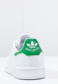 adidas Originals - STAN SMITH - Matalavartiset tennarit - ftwr white/core white/green - 3
