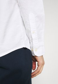 Selected Homme - SLHREGRICK FLEX - Shirt - white - 5