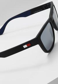 Tommy Hilfiger - Sluneční brýle - matt black - 3