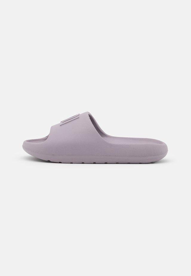 Sandalias planas - purple