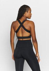 HIIT - FOIL FADE PRINT BRALET - Sports bra - black - 2
