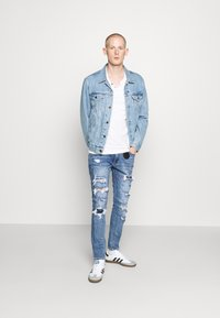 AMICCI - CAPRI CARROT FIT  - Jeans Tapered Fit - lightblue - 1