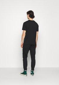 Gabba - ALEX SANZA - Jeans Tapered Fit - black - 2