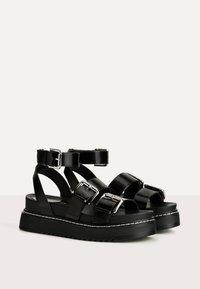 Bershka - MIT RIEMCHEN UND SCHNALLEN - Korkeakorkoiset sandaalit - black - 3