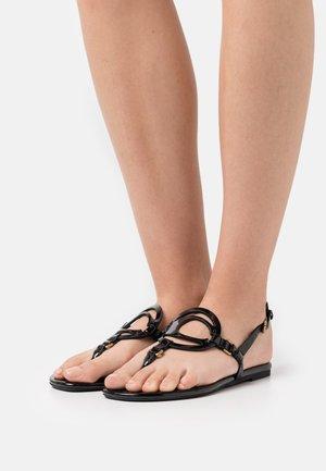 JERI - Sandály s odděleným palcem - black