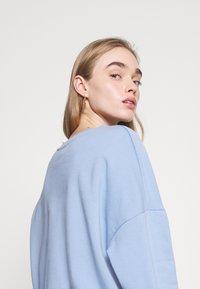 Even&Odd - Printed Crew Neck Sweatshirt - Sweatshirts - blue - 4
