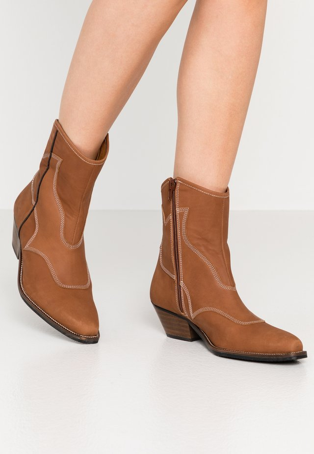 ARIETTA - Cowboy/biker ankle boot - brown