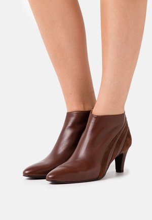 FIESTA - Ankle boots - cognac