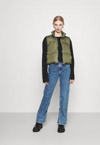 Monki - Jeans Straight Leg - thrift blue - 1