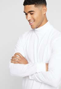 Only & Sons - ONSESSAY ROLLNECK TEE - Long sleeved top - white - 3