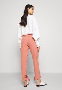 Holzweiler - SKUNK - Cargo trousers - dust pink - 2