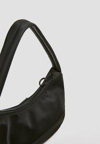 PULL&BEAR - Håndtasker - black - 3