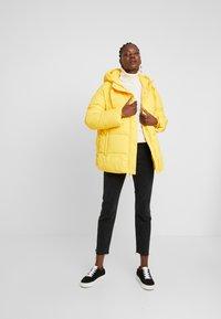 GAP - MW FASHION PUFFER - SOLID - Chaqueta de invierno - bold yellow - 1