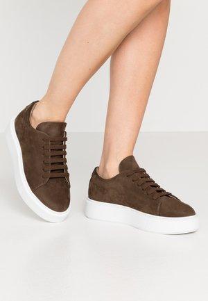 CPH407 - Sneaker low - tartufo