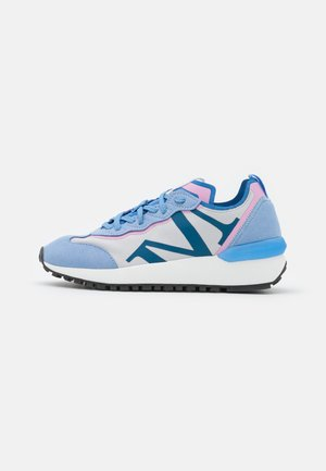 PIA - Trainers - light blue