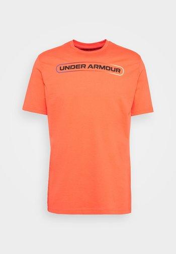 LOCKERTAG  - T-shirts med print - red