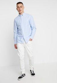 Calvin Klein - BUTTON DOWN OXFORD LOGO - Camicia - blue - 1