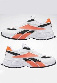 Reebok Classic - EVASION 20 SHOES - Zapatillas - white - 7