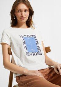 comma casual identity - MIT STATEMENT-PRINT - Print T-shirt - white pure print - 2
