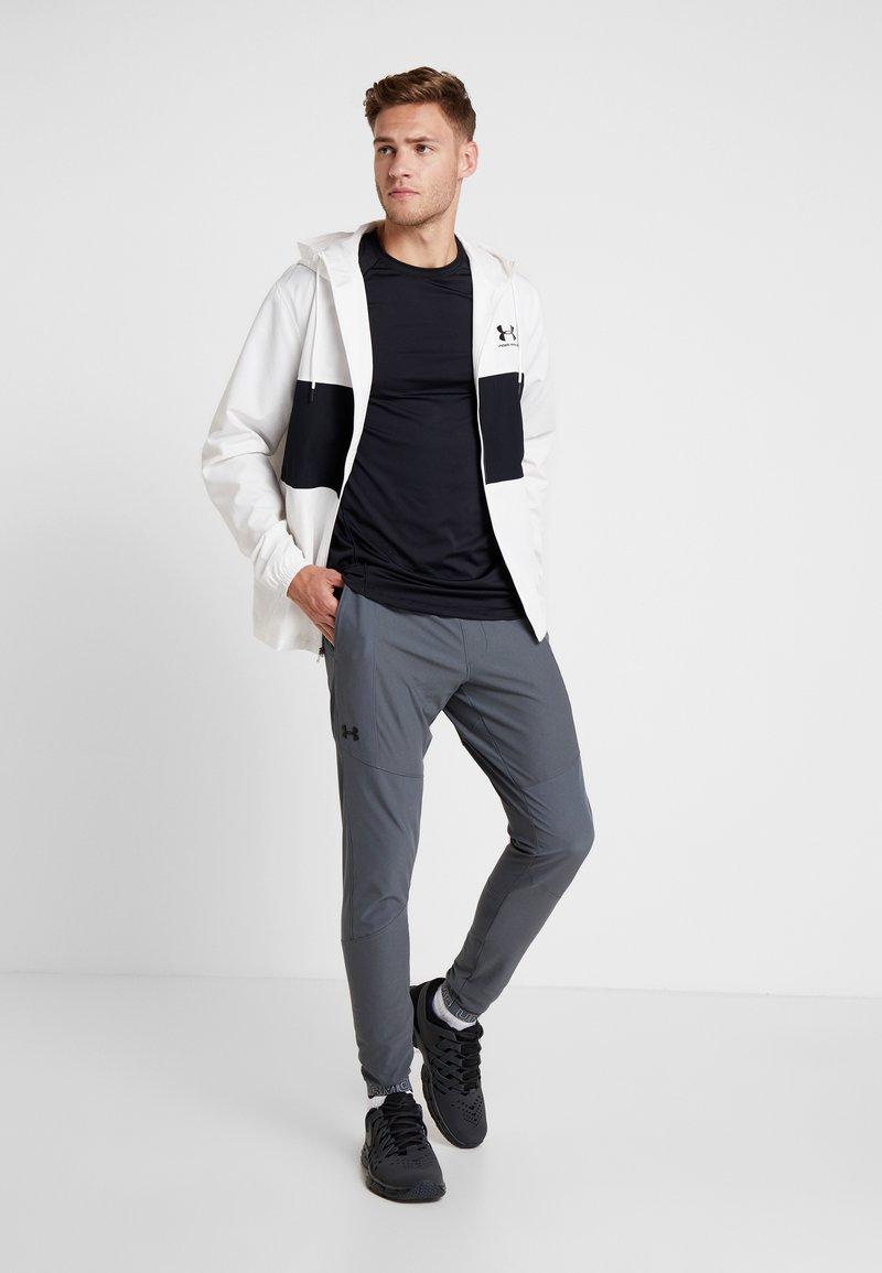estoy de acuerdo con salvar Tom Audreath  Under Armour VANISH HYBRID - Pantalon de survêtement - pitch gray/black/gris  - ZALANDO.FR