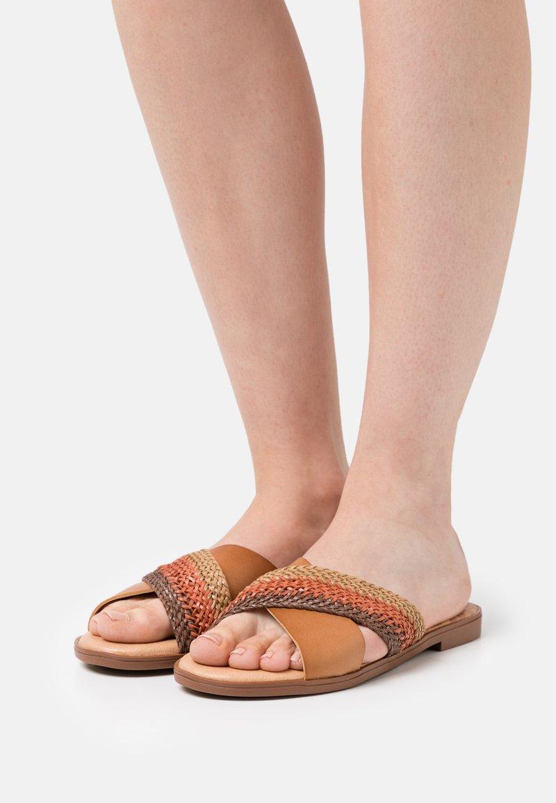 mtng - MARIA - Pantofle - marron/marsala/beige/multicolor