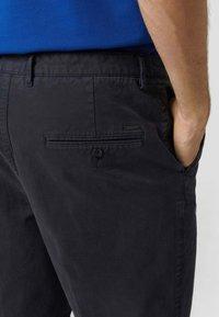 BOSS - Shorts - dunkelblau - 2
