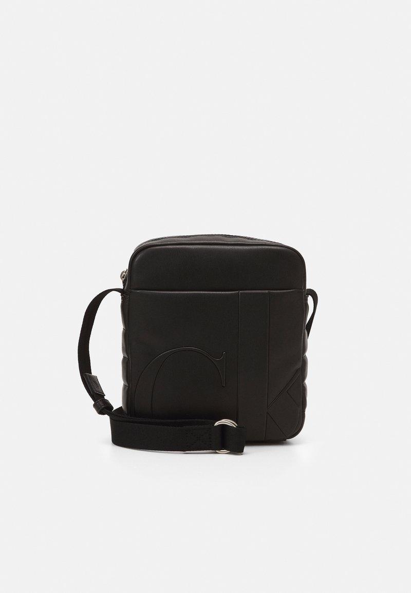 Calvin Klein Jeans - MICRO REPORTER UNISEX - Across body bag - black