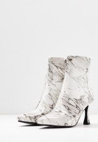 BEBO - JOLINA - Classic ankle boots - white - 4