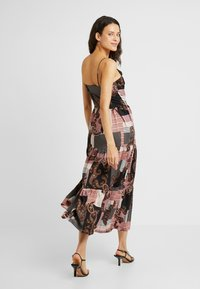 Noisy May Tall - NMSAHRA PAISLEY LONG DRESS - Maxikjoler - black/pink - 2