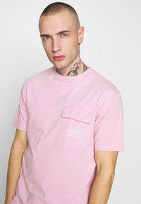STEREOTYPE - STEREOTYPE DYED T-SHIRT IN PINK ACID WASH - Triko spotiskem - pink - 3
