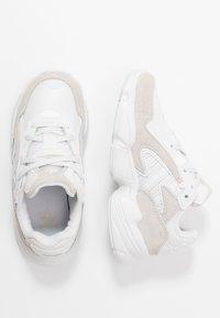 adidas Originals - YUNG-96 CHASM - Sneakers basse - crystal white/footwear white - 0