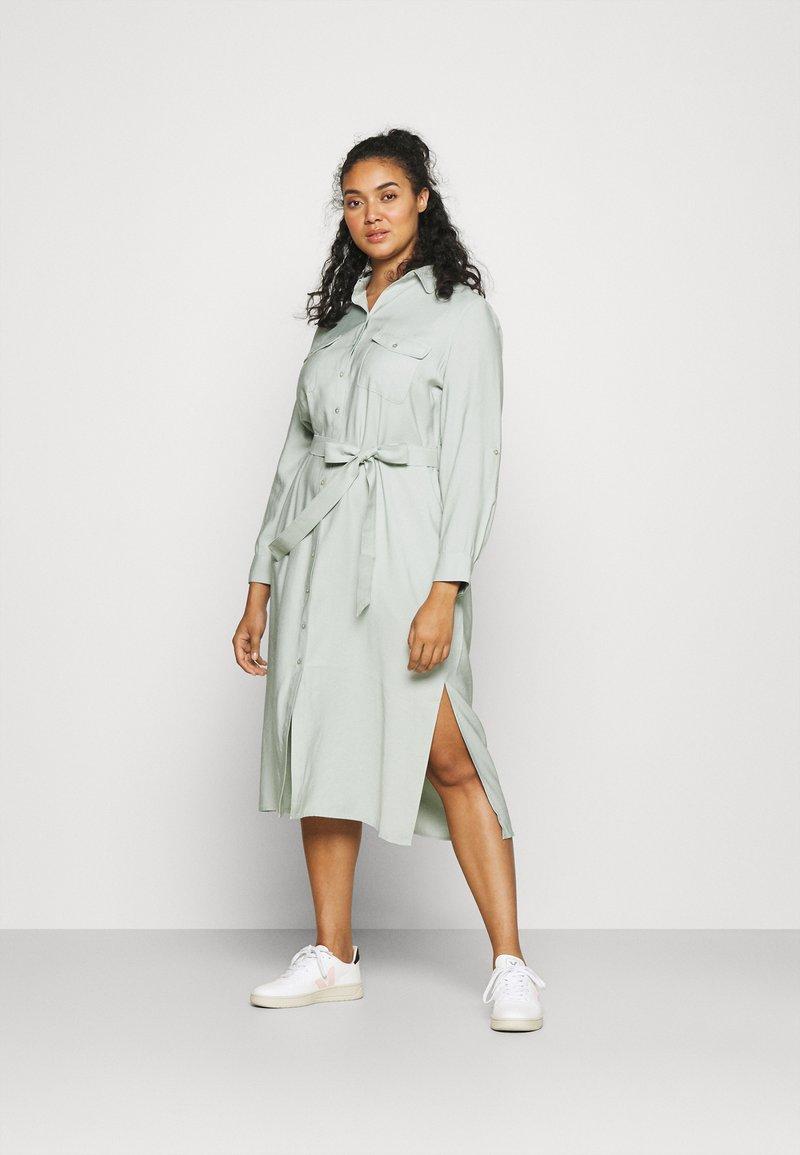 Forever New Curve - SEPS SHIRT DRESS - Košilové šaty - soft sage